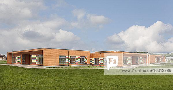 Außenansicht des Grundschulgebäudes
