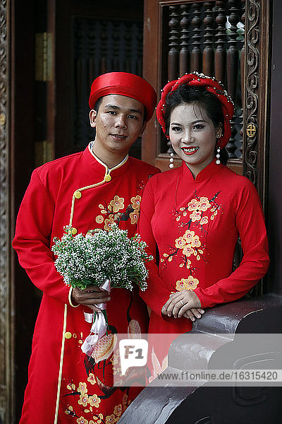 Traditional wedding at Thien Ung Buddhist temple  Quy Nhon  Vietnam  Indochina  Southeast Asia  Asia