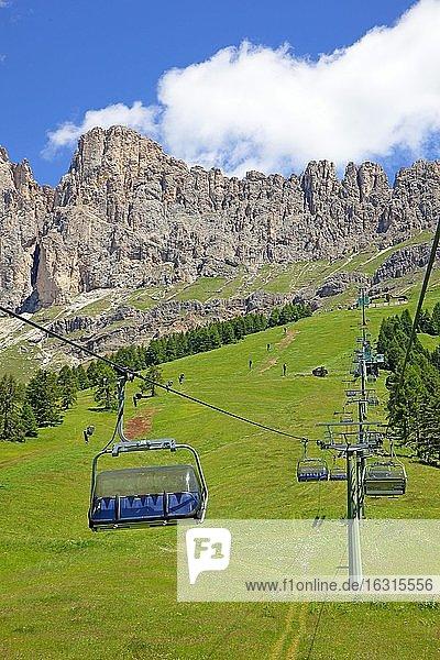 Seilbahn zur Paolina Hütte mit Blick zum Rosengarten  Dolomiten  Südtirol  Italien  Europa
