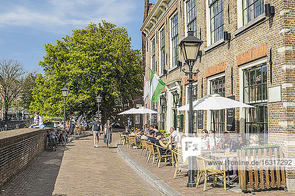 Street cafe  district of Delfshaven  Rotterdam  South Holland  Netherlands  Europe