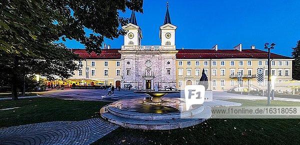 Bräustüberl und Schloss  ehemalige Benediktinerabtei  Tegernsee  Oberbayern  Bayern  Deutschland  Europa