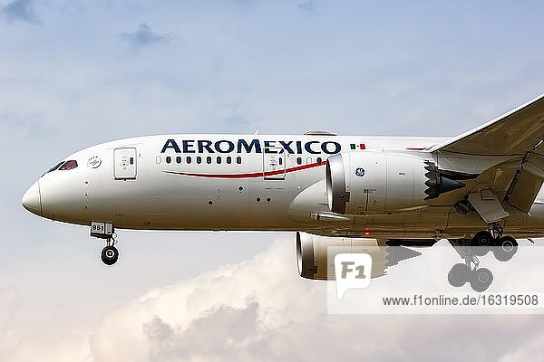 London  July 10  2019: An AeroMexico Boeing 787-8 Dreamliner aircraft with registration mark N961AM will land at Heathrow Airport (LHR) in the United Kingdom  United Kingdom  Europe