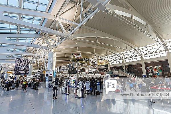 New York,  Vereinigte Staaten,  1. März 2020: Terminal 1 des Flughafen New York John F Kennedy (JFK) in den Vereinigten Staaten