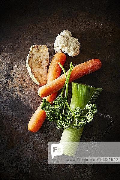 Mirepoix  Petersilie  Karotten  Blumenkohl  Knollensellerie und Lauch