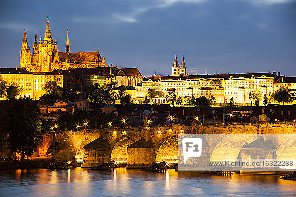 Prague  Charles Bridge  Vltava RIver and Prague Castel at twilight