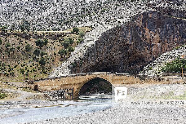 Turkey  Anatolia  South East Anatolia  Adiyaman Province  Kahta  Severan Bridge and Cendere River