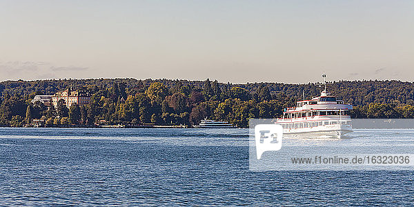 Germany  Baden-Wuerrtemberg  Lake Constance  Ueberlinger See  tourboat  Mainau Island with castle