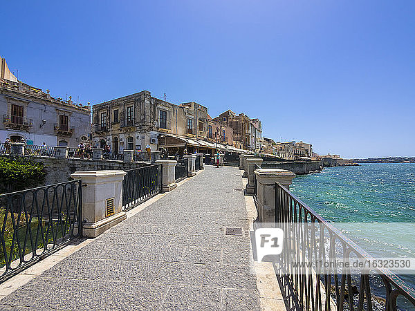 Italy  Sicily  Siracusa  restaurants on the beach promenade of the old town