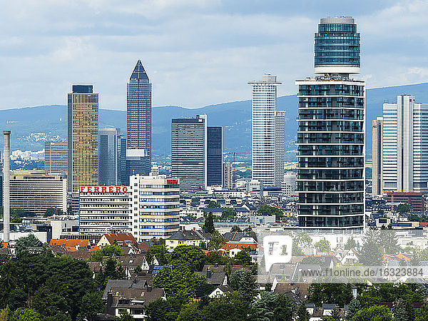 Germany  Frankfurt  view to skyline with new Henninger Tower