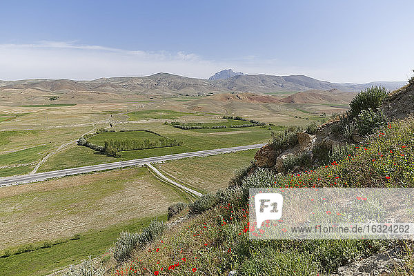 Turkey  East Anatolia  Cavustepe  view from fortress Sardurihinili