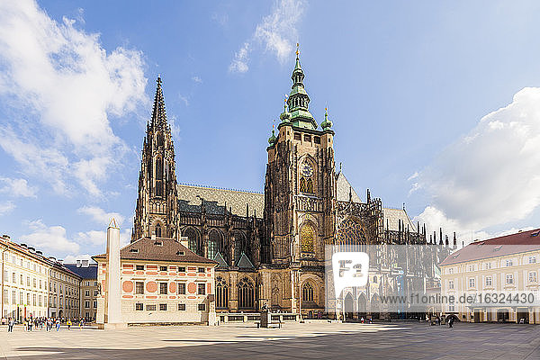 Czech Republic  Prague  Hradcany  Castle  third courtyard and St Vitus Cathedral