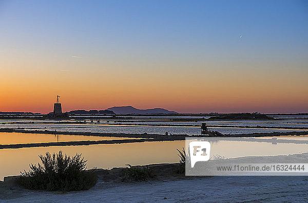 Italy  Sicily  Laguna dello Stagnone  Marsala  Saline Ettore Infersa windmill at sunset