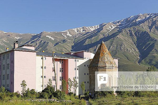 Turkey  East Anatolia  Gevas  Halim Hatun Tuerbesi and apartment building