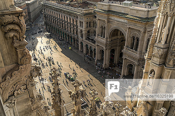 Italy,  Milan,  view from Milan Cathedral roof to Piazza del Duomo