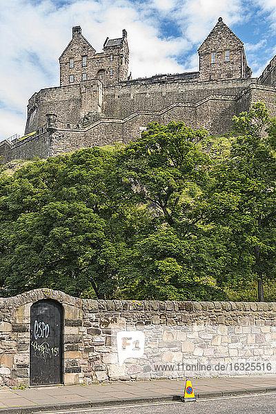 UK  Edinburgh  view to Edinburgh Castle