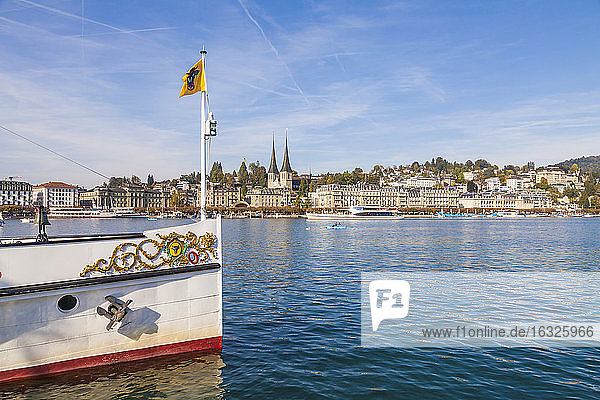 Switzerland  Luzern  Lake Lucerne and view of city with bow of paddlesteamer in the foreground