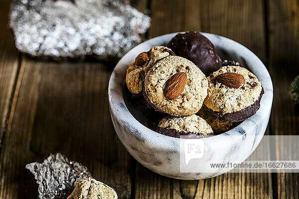Bowl ofgingerbread cookies with almonds