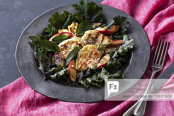 Kale salad with chicken and apple
