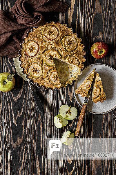 Wholemeal flour apple cake