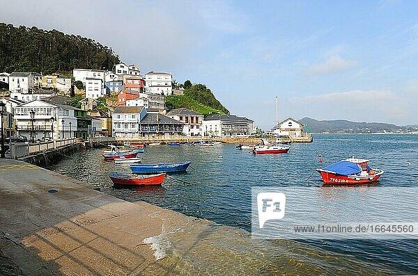 O Barqueiro  Hafen und malerischer Ort bei Flut. Gemeinde Ma?on  Provinz A Coru?a  Galicien  Spanien.