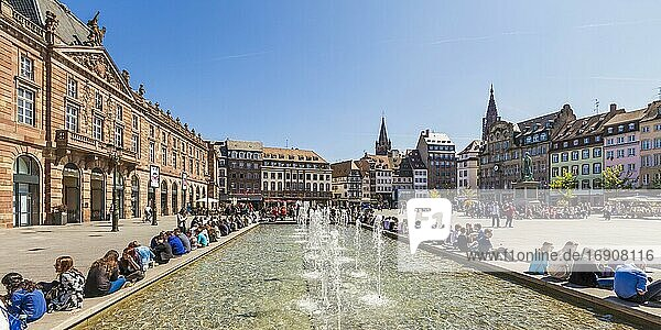 Fountain at Place Kléber  Youth  Kléberplatz  Old town  Strasbourg  Alsace  France  Europe