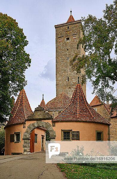 Burgtor Tor und Bastei  Rothenburg ob der Tauber  Mittelfranken  Bayern  Deutschland  Burgtor Gate and Bastei  Rothenburg ob der Tauber  Bavaria  Germany 