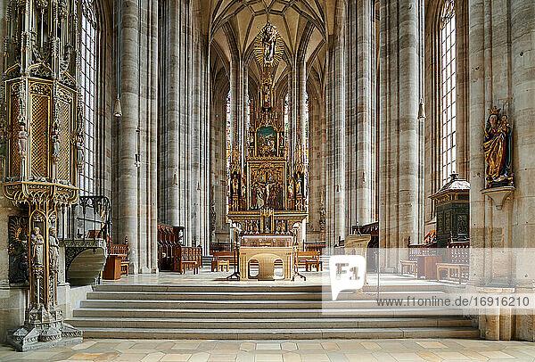 Innenaufnahme des Münster St. Georg  Dinkelsbühl  Mittelfranken  Bayern  Deutschland  interior shot of church Munster St. Georg  Dinkelsbuehl  Central Franconia  Bavaria  Germany 