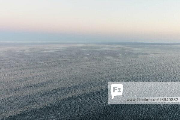 Meereslandschaft in der Morgendämmerung  Mananita  Oregon
