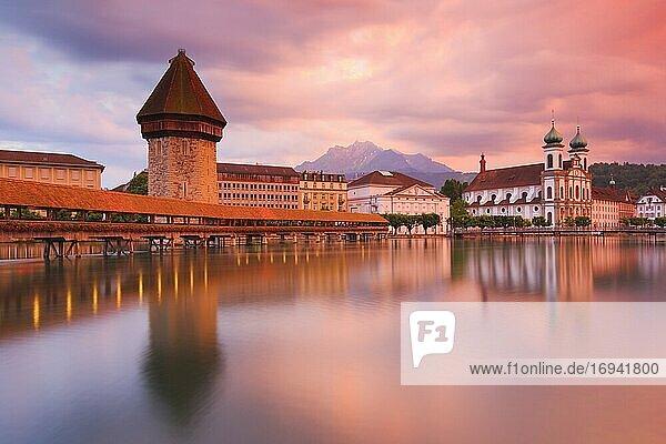 Kapellbrücke mit Pilatus  Luzern  Schweiz  Europa