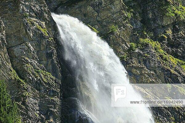 Stäubifall  100 m  Alp Äsch  Uri  Schweiz  Europa