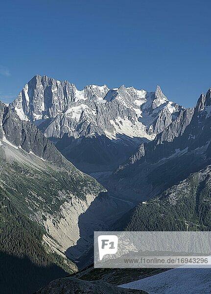 Blick auf Gletscherzunge  Mer de Glace  Berggipfel  Les Periades  Mont-Blanc-Massiv  Chamonix-Mont-Blanc  Rhône-Alpes  Frankreich  Europa