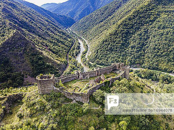 Luftaufnahme der Burg Maglic  Kaljevo  Serbien  Europa