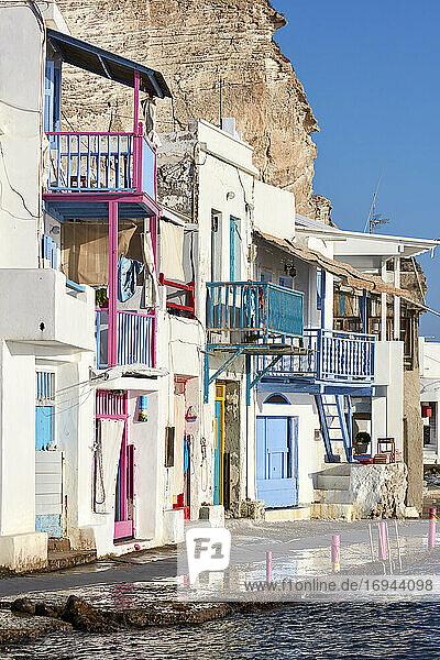 Malerisches buntes Dorf Klima  Insel Milos  Kykladen  Griechische Inseln  Griechenland  Europa