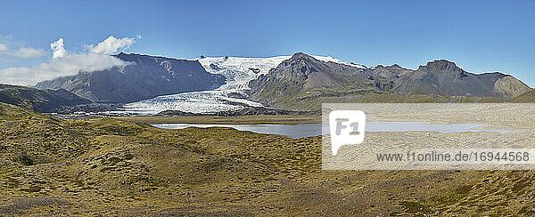 Ein sich zurückziehender Gletscher  der von der Vatnajokull-Eiskappe herabfließt  im Skaftafell-Nationalpark  Südisland  Polarregionen