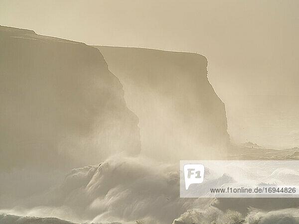 Sturmflut  Loop Head  Grafschaft Clare  Munster  Republik Irland  Europa