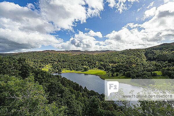 Queens Blick über Loch Tummel  Perthshire  Highlands  Schottland  Vereinigtes Königreich  Europa