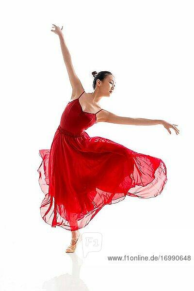 Tanz Ballett junge Frau in den roten Rock
