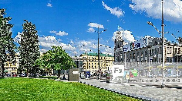 Charkiw  Ukraine. Verfassungsplatz in Charkiw  Ukraine  an einem sonnigen Sommertag.