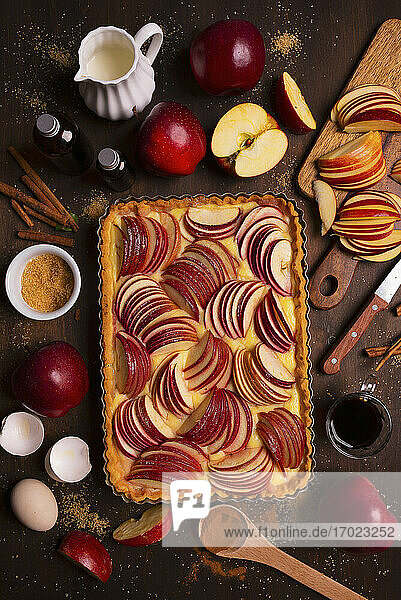 Applepie mit Pudding und Apfelscheiben