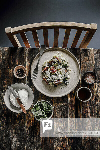 Salad with millet  cottage cheese  spinach and figs