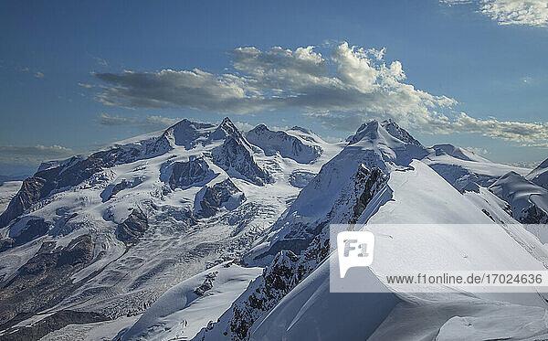Frankreich  Haute Savoie  Chamonix  Mont Blanc  Rochefort Grat  Schneebedeckte Berge im Winter