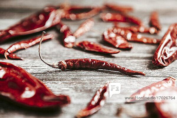 Verschiedene getrocknete rote Peperoni