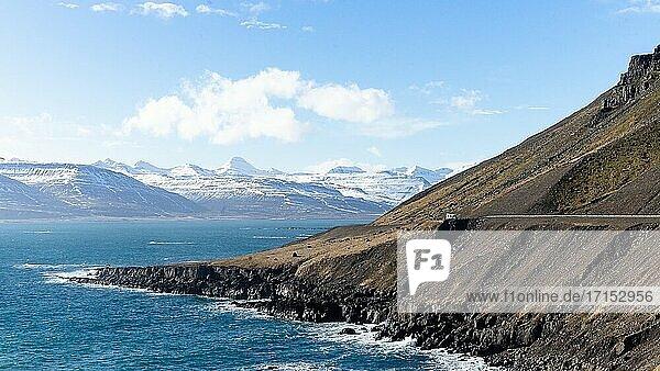 Die großen Berge und Vulkane des majestätischen Islands.