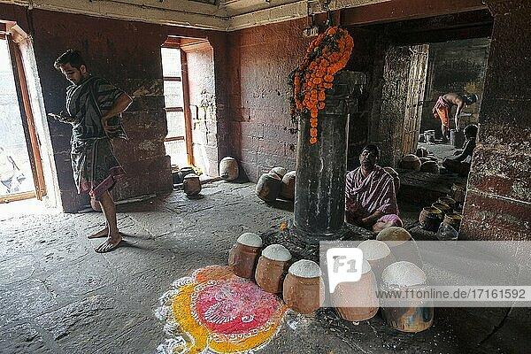Bhubaneshwar  India Men preparing food at the Ananta Vasudeva Temple in Bhubaneshwar  Odisha  India.
