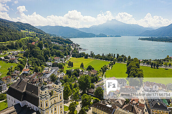 Austria  Upper Austria  Mondsee  Aerial view of houses surrounding Mondsee Abbey with shore of Mondsee Lake in background