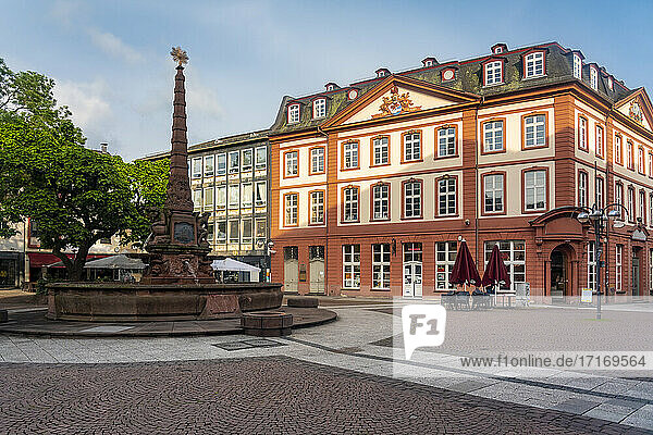 Germany  Frankfurt  Liebfrauenberg square  Fountain on old town square