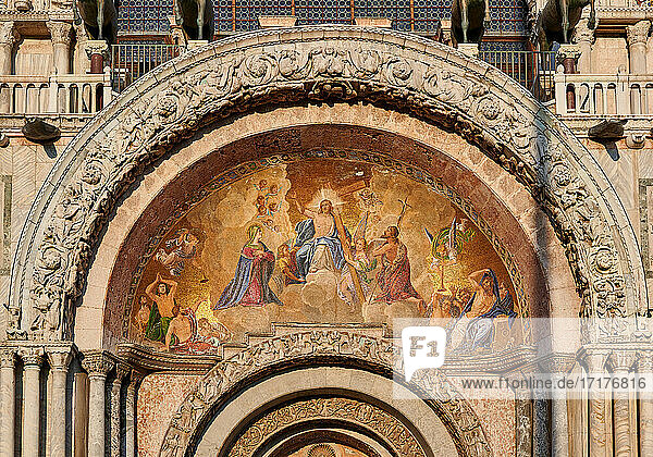 beruehmter Markusdom oder Basilica di San Marco  Venedig  Venetien  Italien  famous St Mark's Basilica or Basilica di San Marco  Venice  Veneto  Italy 