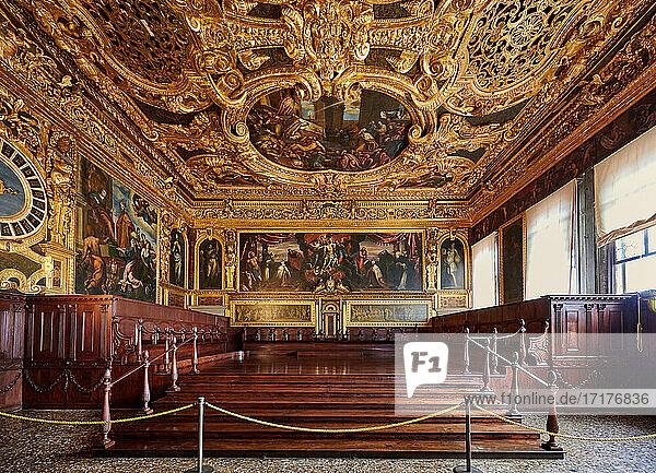 Fresken und Stuck im Sala del Senato  Dogenpalast  Palazzo Ducale  Venedig  Venetien  Italien |Frescoes and stucco in the Senate Hall  Sala del Senato  Doge's Palace  Palazzo Ducale  Venice  Veneto  Italy|