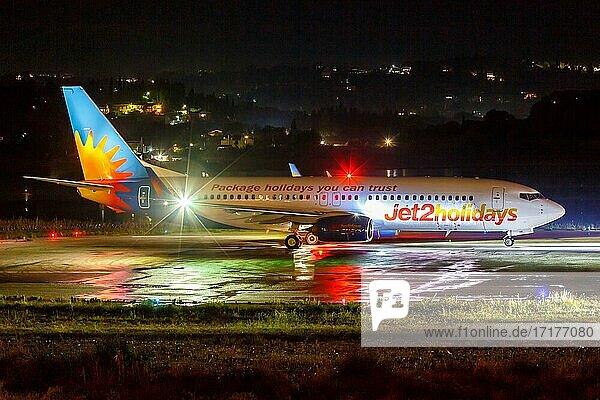 Eine Boeing 737-800 der Jet2 mit dem Kennzeichen G-JZHK auf dem Flughafen Korfu  Griechenland  Europa