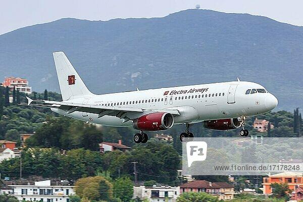 Ein Airbus A320 Flugzeug der Electra Airways mit dem Kennzeichen LZ-EAA auf dem Flughafen Korfu  Griechenland  Europa